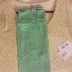 NWT LuLaRoe Perfect T size Medium and OS legging